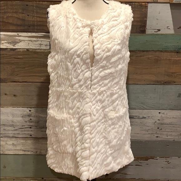 mushkaby sienna rose, inc Jackets & Blazers - Soft faux fur vest